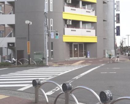 町田中央図書館前の交差点